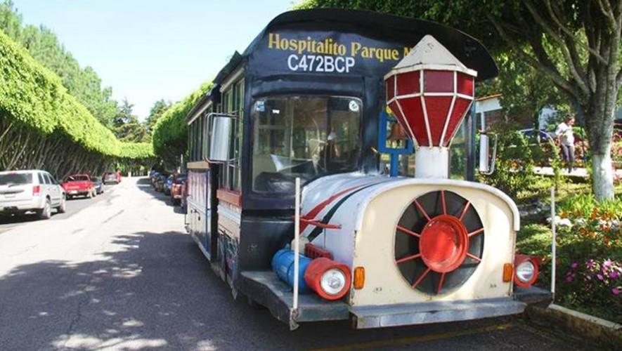 Autobús con forma de tren brinda transporte gratuito en Fraijanes