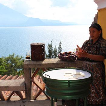 Desayuno con vista al Lago de Atitlán