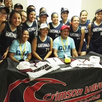 Pitcher guatemalteca Josselline Monge recibe beca en universidad de Estados Unidos