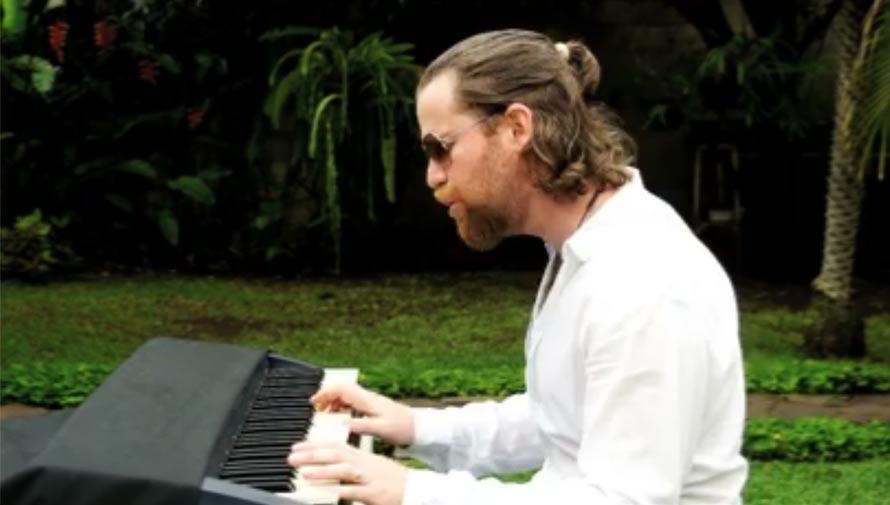 Restaurante guatemalteco crea canción para invitar a Ricardo Arjona