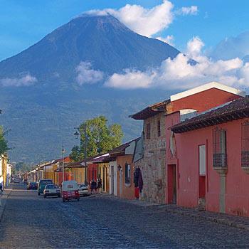 Volcanes desde Antigua Guatemala