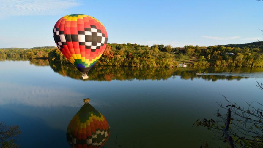 Ascenso en globo aerostático y liberación de globos de papel en Laguna del Pino | Agosto 2017