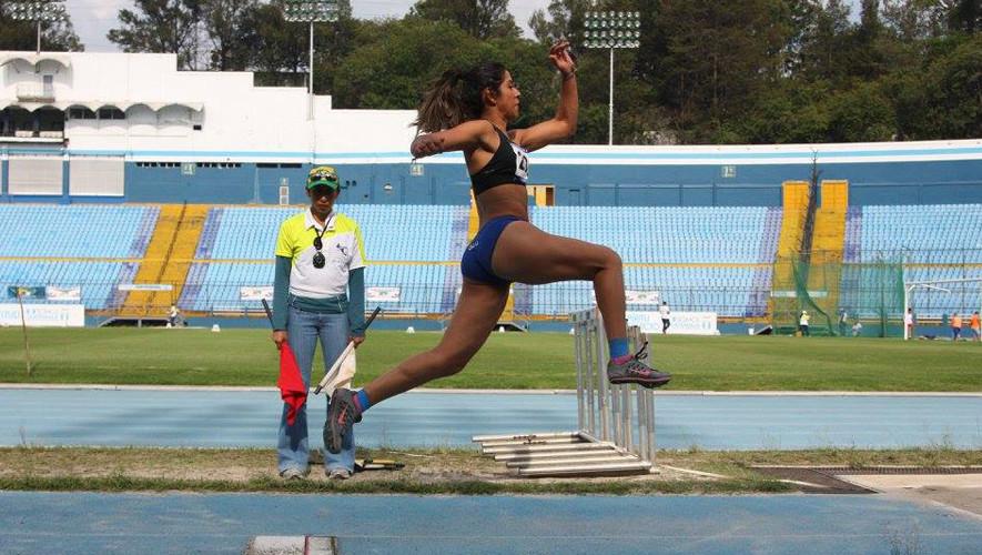 Estefany Cruz fue la más destacada de la delegación al conseguir medalla en sus dos pruebas de salto. (Foto: FNA)