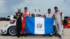 Los 4 pilotos guatemaltecos se quedaron con el primer lugar de su categoría, además de finalizar séptimos en la general. (Foto: Speed-Addiction)