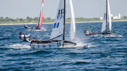 Jason Hess se quedó con el segundo lugar junto a su tripulante, la mexicana Sofía Ponce—foto no pertenece a competencia—. (Foto: Copa Cummins)