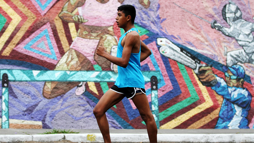 El marchista juvenil cuenta con la mejor marca mundial de la actual temporada, esto lo hace candidato para llevarse una medalla en el Mundial de Kenia.  (Foto: COGuatemalteco)