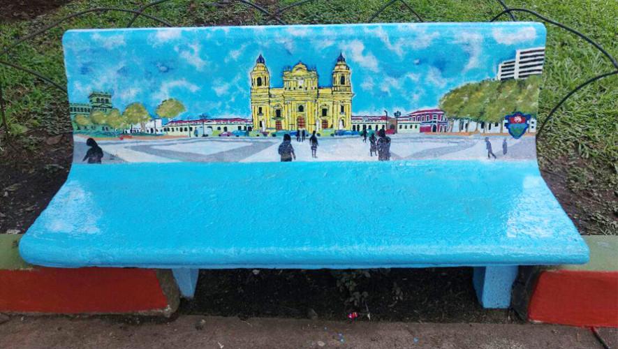 Artistas pintan bancas del parque San Sebastián, Ciudad de Guatemala