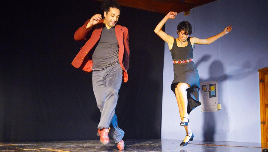 Bailarines guatemaltecos fusionan el tap con melodías en marimba