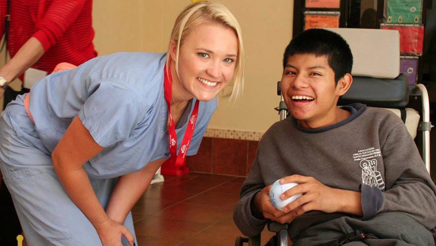 Emily Osment actriz de Hannah Montana visitó Guatemala para una obra social