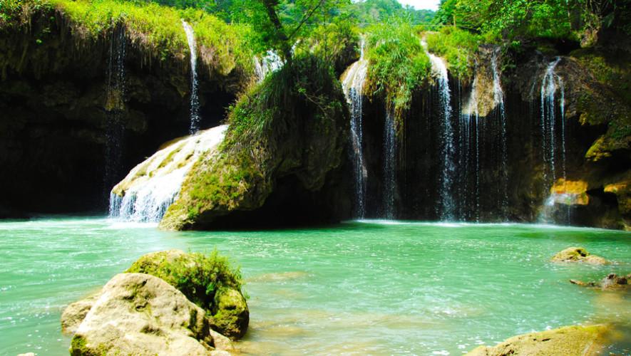 Semuy Champey es una de las piscinas sagradas de agua cristalina