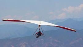 En este curso aprenderás a pilotear y manejar el equipo de vuelo libre, con las diferentes clases teóricas y prácticas que ofrece la Escuela. (Foto: Asociación Nacional de Vuelo Libre de Guatemala)