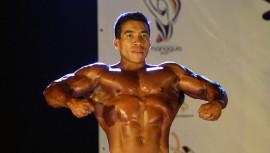 Edgar Galindo demostró calidad en sus rutinas para ser el campeón nacional de fisicoculturismo. (Foto: CDAG)