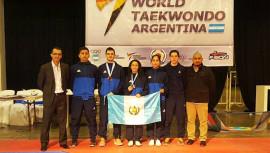 Andrés Zelaya y Elizabeth Zamora se encargaron de colocar el nombre de Guatemala en el podio de sus respectivas categorías. (Foto: Federico Rosal)