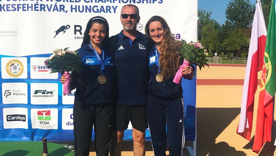 Brand y Hernández lograron colgarse la medalla de bronce durante la prueba de relevos femenino. (Foto: COGuatemalteco)