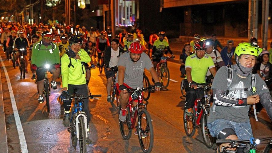 Tour nocturno en bicicleta por la Ciudad de Guatemala | Agosto 2017
