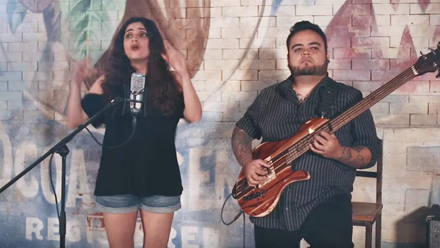 Canción Luna de Xelajú es interpretada en lenguaje de señas