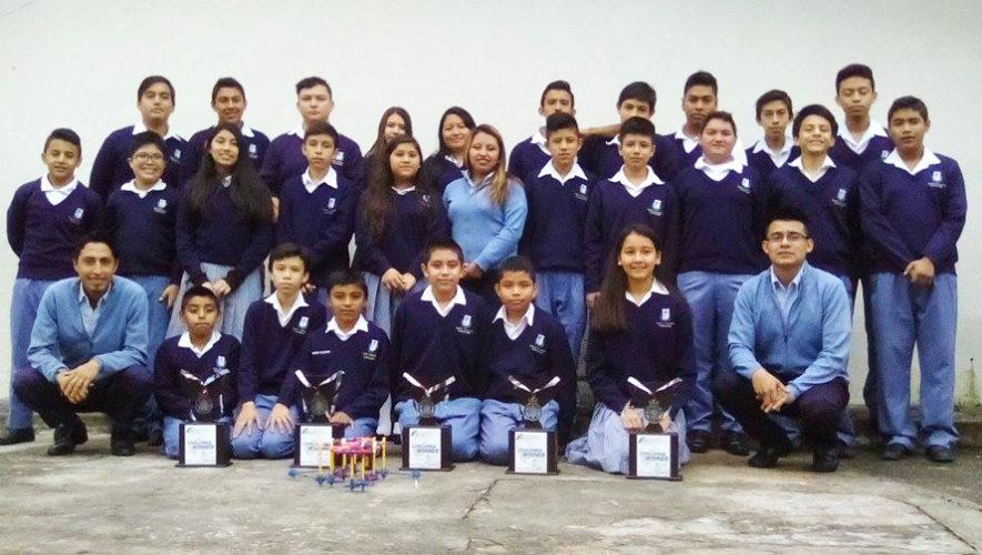 Guatemaltecos ganan 4 primeros lugares en Campeonato de Robótica 2017