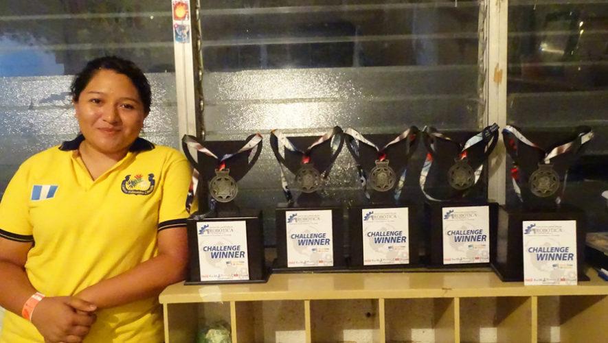 Guatemaltecos ganan 4 primeros lugares en Campeonato de Robótica en El Salvador 2017