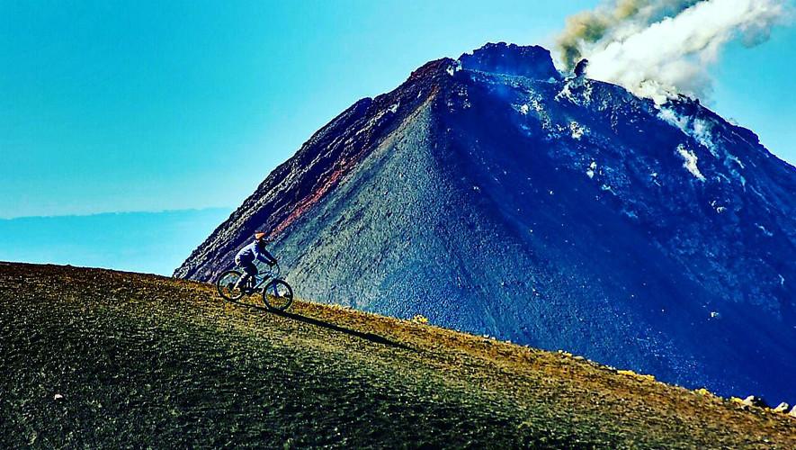 Ascenso nocturno en bicicleta al volcán Acatenango | Noviembre 2017