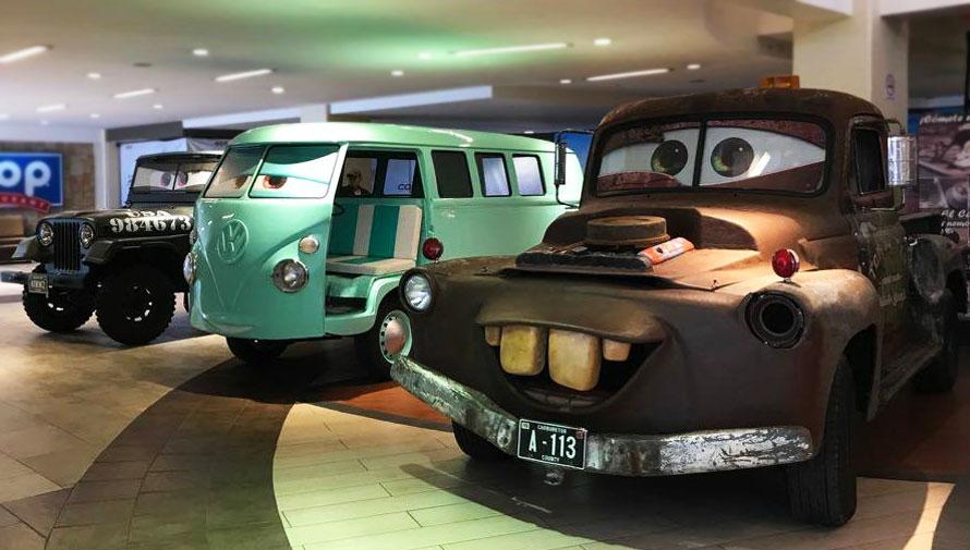 Exposición de carros de la película Cars
