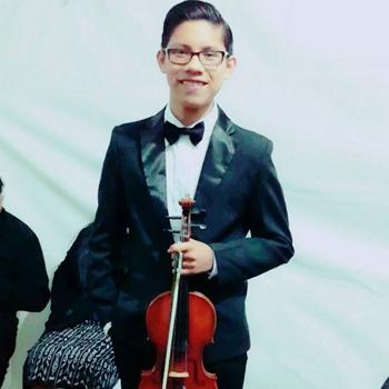Adrian Sequén, violinista de San Juan Sacatepéquez ganó una beca en Francia