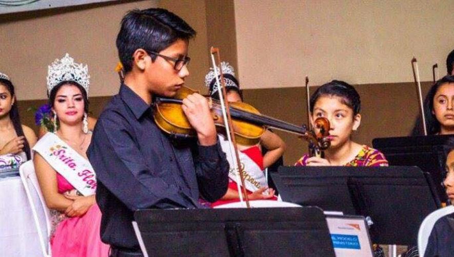 Adrian Sequén, violinista de San Juan Sacatepéquez ganó una beca para estudiar en Franci