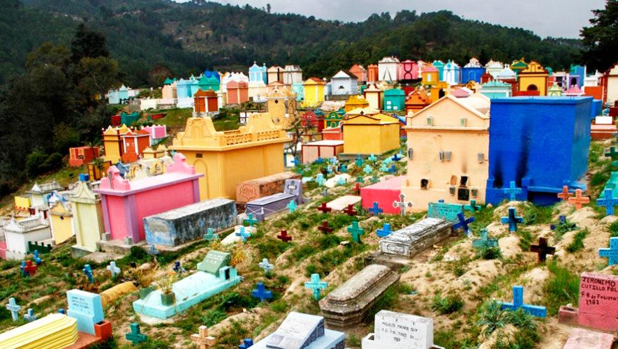 Cementerio de Chichicastenango es uno de los más coloridos del mundo