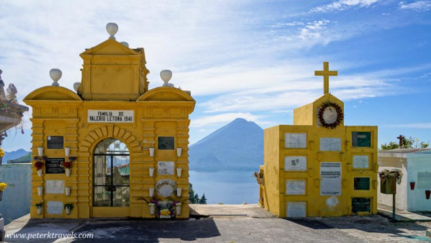 Cementerio de Sololá es reconocido por su vista al Lago de Atitlán