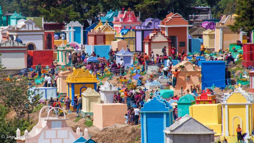 Colorido cementerio de Chichicastenango Día de los Santos