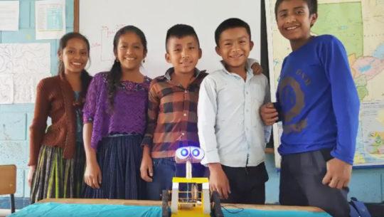 Estudiantes de Alta Verapaz crearon un robot que camina