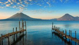 Fotógrafa capta en varias imágenes el amanecer en el Lago de Atitlán en Sololá