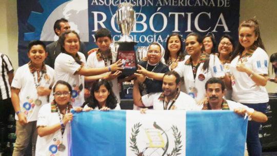 Guatemaltecos ganan segundo lugar en Campeonato Mundial de Robótica, México