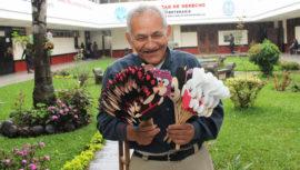 La historia de Don José, vendedor de figuras de foamy en Guatemala