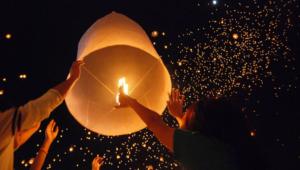 Concierto y elevación de globos de papel en Antigua Guatemala   Octubre 2017