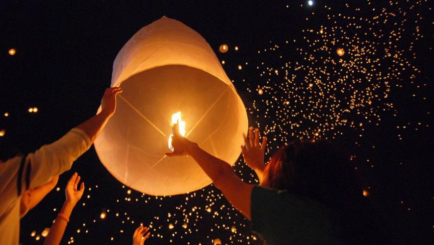 Concierto y elevación de globos de papel en Antigua Guatemala | Octubre 2017