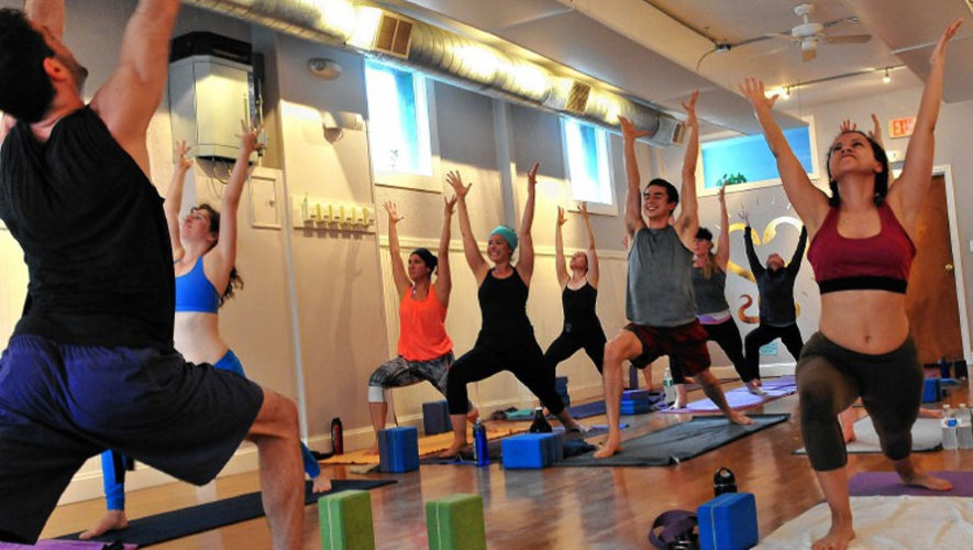 Clase de yoga power vinyasa por Yoga Gt   Octubre 2017