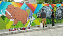 Guatemaltecos pintan murales representativos de Estanzuela, Zacapa