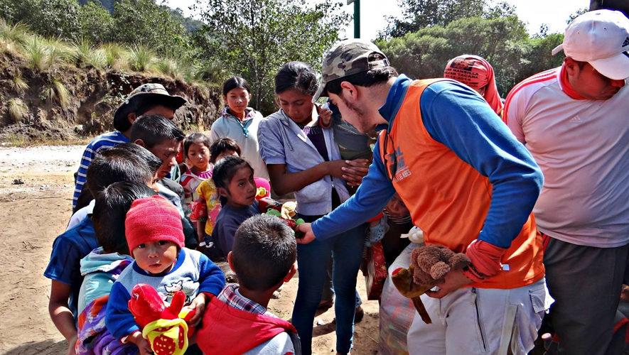 Ascenso al volcán Tacaná y entrega de juguetes | Diciembre 2017