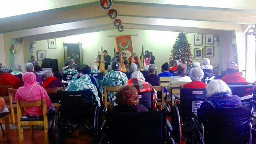 Arpas en Armonía realiza conciertos gratuitos en hospitales y asilos en Guatemala
