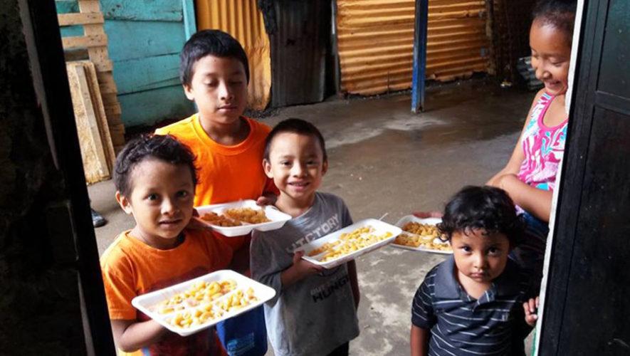 Cena de Navidad para familias del relleno sanitario en la Ciudad de Guatemala