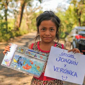 Dona útiles escolares para los niños de escasos recursos de Chimaltenango