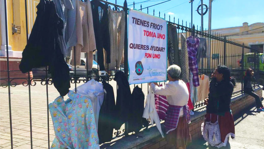 Guatemaltecos se unen a campaña que dona suéteres en época de frío, 2017