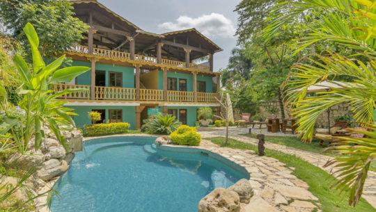Hoteles con piscina en pet n guatemala for Hoteles con piscina