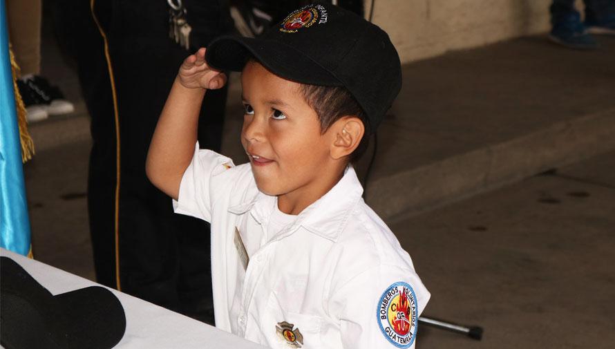 Se gradúa la brigada infantil de Bomberos Voluntarios de Antigua Guatemala