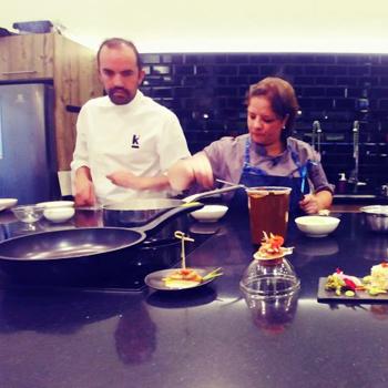 Titi Bruderer cocinó platillos con ingredientes guatemaltecos en Chile.