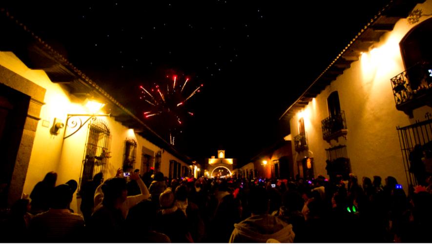 Año Nuevo en el Arco de Santa Catalina, Antigua Guatemala    Diciembre 2017