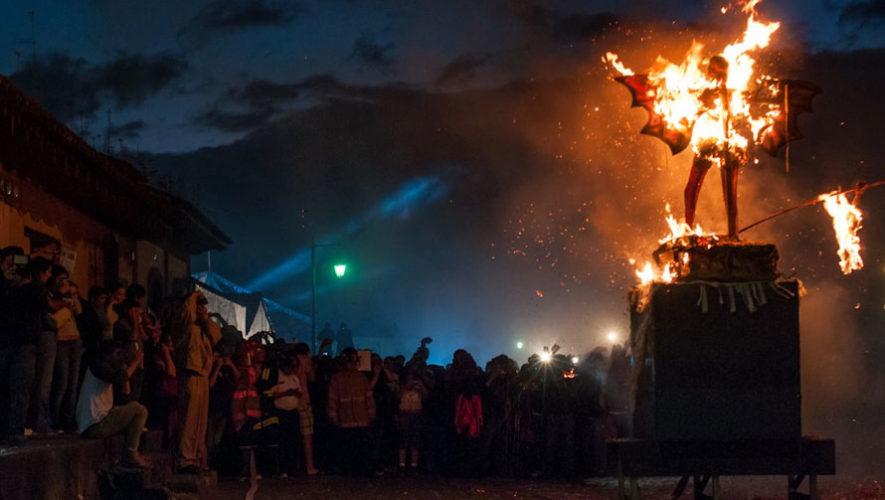 Quema del Diablo en Antigua Guatemala | Diciembre 2017