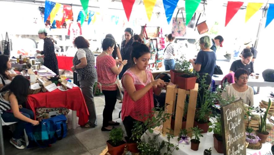 Bazar de mujeres emprendedoras en Mona Café   Diciembre 2017