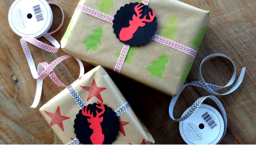 Taller para hacer papel de regalo navideño artesanal | Diciembre 2017