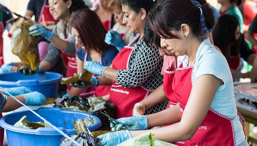 Voluntariado para entregar cenas navideñas a personas de escasos recursos